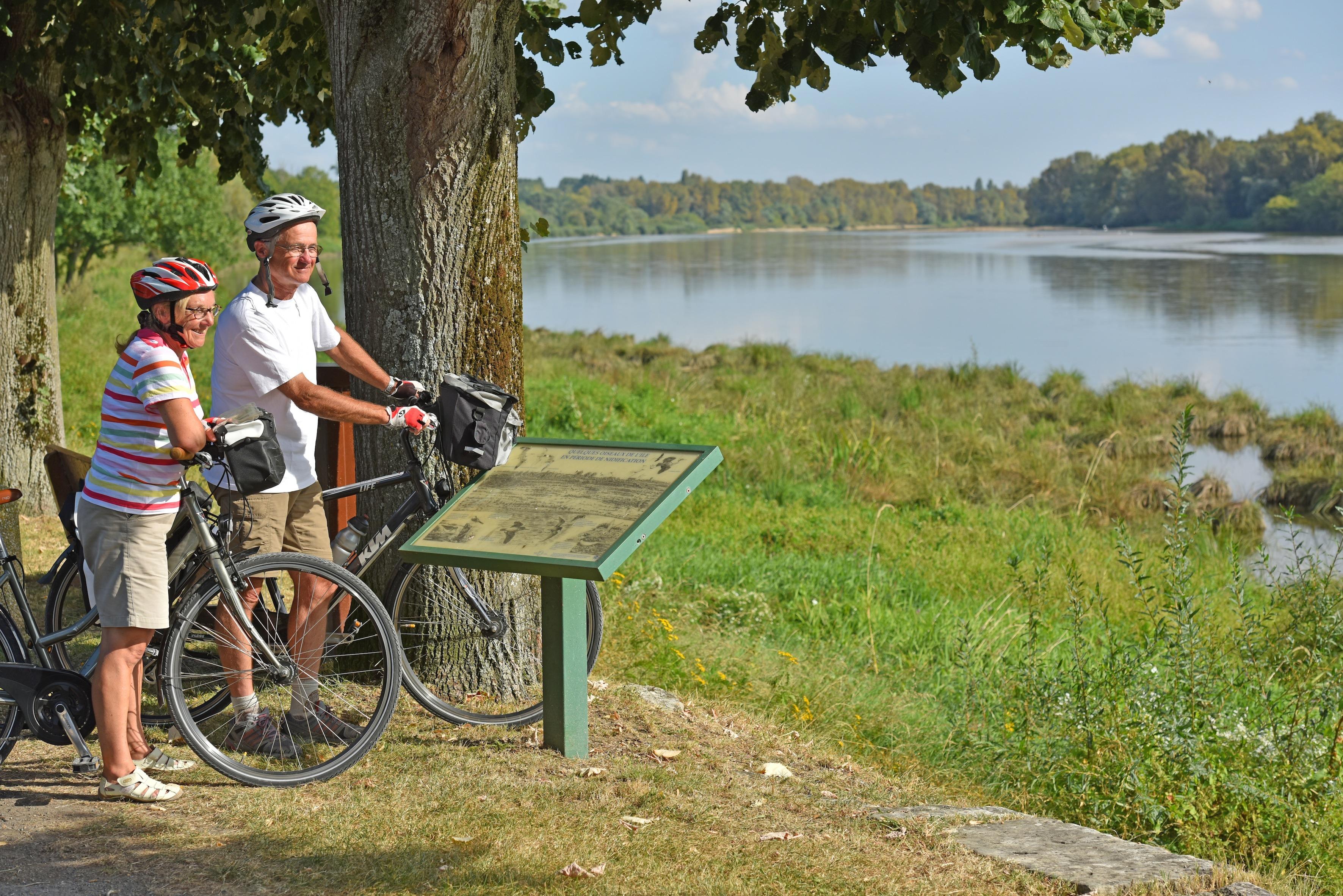 Couple de cycliste en bord de Loire