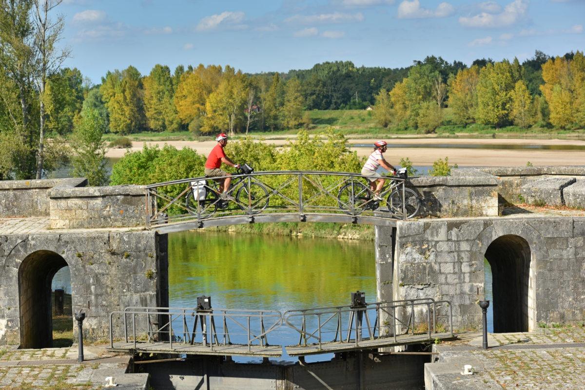 deux cyclistes sur la loire à Vélo
